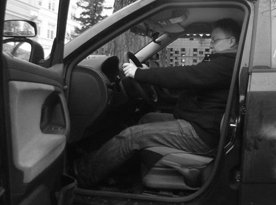 Pozycja za kierownicą - zła